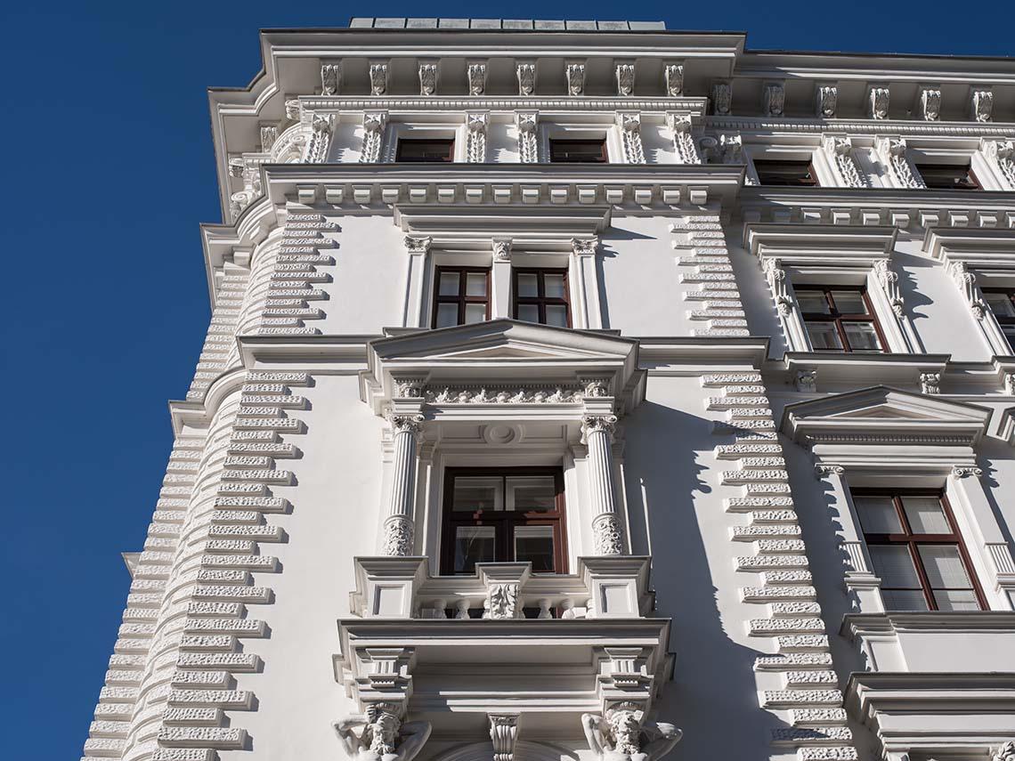 Wohn- und Geschäftshaus 1060